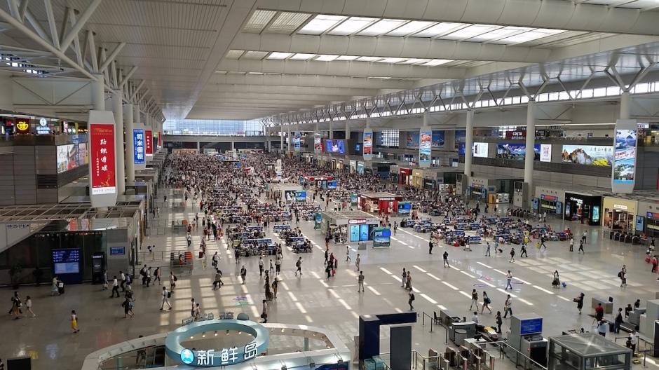 La gare de Shanghai, plus grande qu'un aéroport et rien d'écrit en anglais